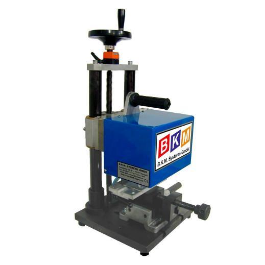 BKM Systeme::Ritzpräger Tischmaschine BKM – RTM800 mit seperater Steuerung Nadelantrieb pneum. Beschriftungsfeld 100x60mm