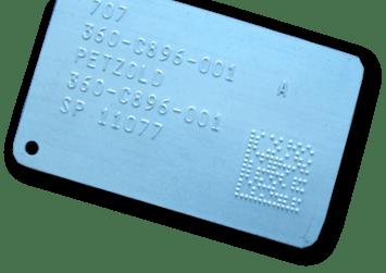 Relief Stahl Typenschild mit Schrift und 2D Code